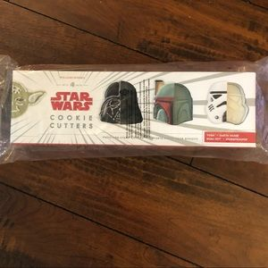Star Wars Cookie Cutters - set of 4.  New, sealed